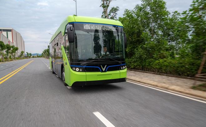 Chiếc xe bus đầu tiên của Việt Nam trang bị công nghệ Internet vạn vật, wifi miễn phí