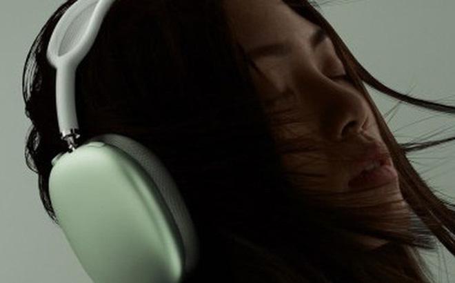 Tung tai nghe giá 550 USD, Apple đụng chạm vào miếng bánh của Bose và Sony