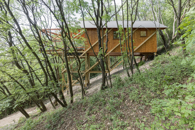 Độc đáo ngôi nhà vô cùng đơn giản, với 12 cái chân, tầm nhìn ra sông - Ảnh 12.