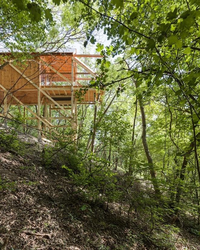 Độc đáo ngôi nhà vô cùng đơn giản, với 12 cái chân, tầm nhìn ra sông - Ảnh 6.