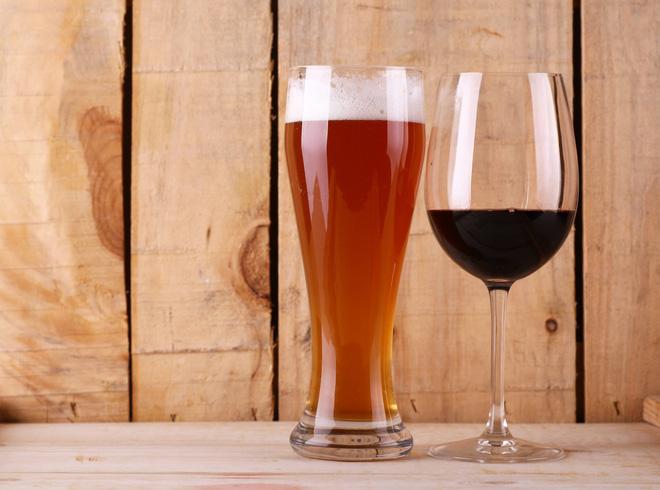Rượu vang và bia: Đồ uống nào nhanh say hơn? Câu trả lời bất ngờ về tốc độ xâm nhập vào máu của đồ uống có cồn - Ảnh 1.