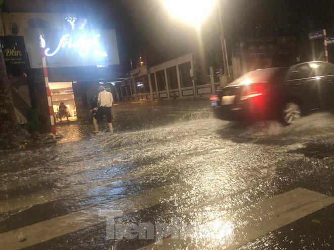 Hà Nội đón 'mưa vàng' giải nhiệt sau những ngày oi nóng kỷ lục - Ảnh 22.