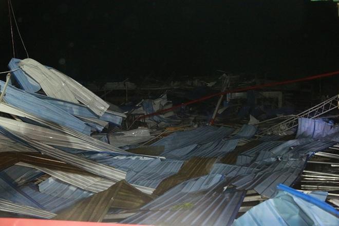 Hiện trường tan hoang vụ sập nhà xưởng ở Vĩnh Phúc làm 3 người chết, 18 người bị thương - Ảnh 2.
