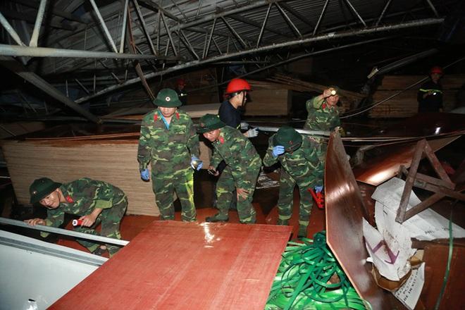 Hiện trường tan hoang vụ sập nhà xưởng ở Vĩnh Phúc làm 3 người chết, 18 người bị thương - Ảnh 6.