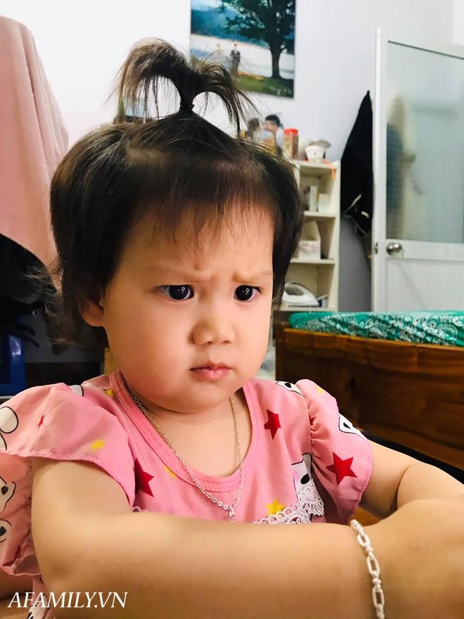 Bị đổ tại khó ở lúc bầu nên sinh con ra mặt cau có, mẹ trẻ được minh oan sau khi tìm thấy bức ảnh ngày bé của chồng - Ảnh 12.