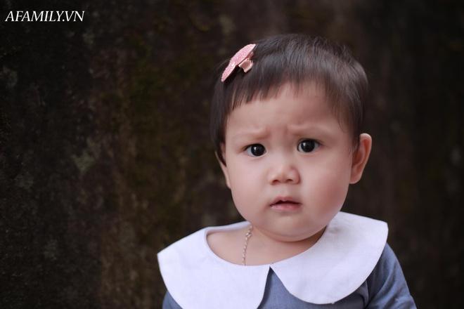 Bị đổ tại khó ở lúc bầu nên sinh con ra mặt cau có, mẹ trẻ được minh oan sau khi tìm thấy bức ảnh ngày bé của chồng - Ảnh 3.