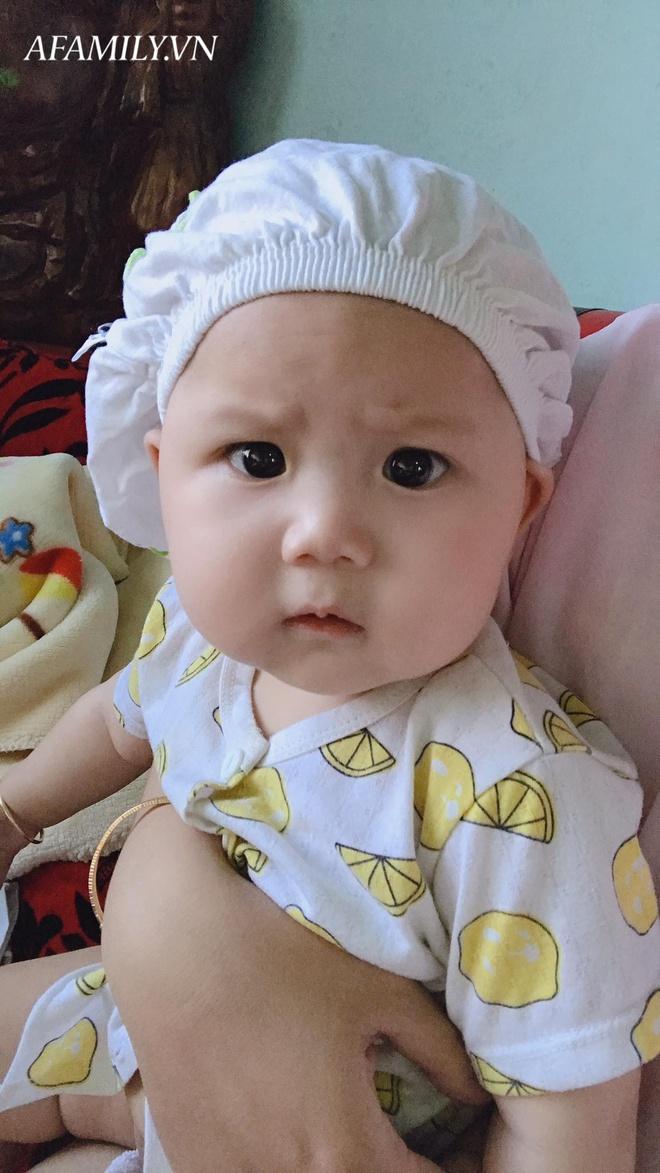 Bị đổ tại khó ở lúc bầu nên sinh con ra mặt cau có, mẹ trẻ được minh oan sau khi tìm thấy bức ảnh ngày bé của chồng - Ảnh 4.