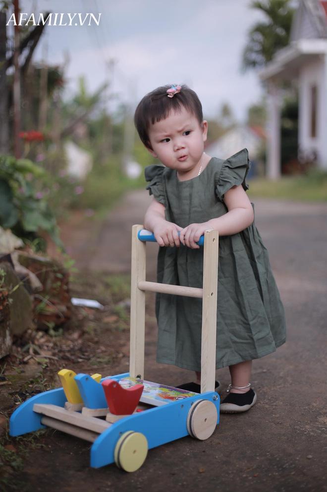 Bị đổ tại khó ở lúc bầu nên sinh con ra mặt cau có, mẹ trẻ được minh oan sau khi tìm thấy bức ảnh ngày bé của chồng - Ảnh 5.