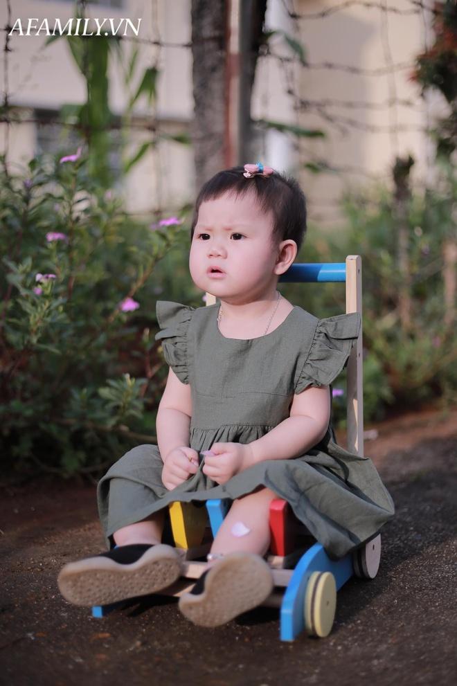 Bị đổ tại khó ở lúc bầu nên sinh con ra mặt cau có, mẹ trẻ được minh oan sau khi tìm thấy bức ảnh ngày bé của chồng - Ảnh 6.