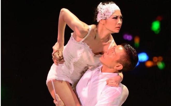 Chuyện ít biết về vũ công bí ẩn đứng sau các tour diễn đình đám của Lưu Đức Hoa