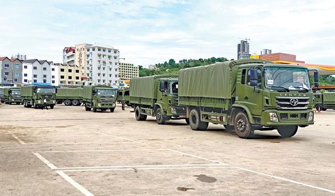 Hơn 200 xe quân sự Trung Quốc cập bến Campuchia, phục vụ dưới quyền con trai ông Hun Sen - Ảnh 2.