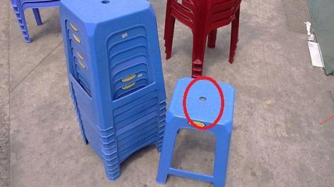 Lý do trên mặt ghế nhựa thường có 1 lỗ hình tròn, hóa ra có tận 4 chức năng mà nhiều người không hề biết - Ảnh 2.