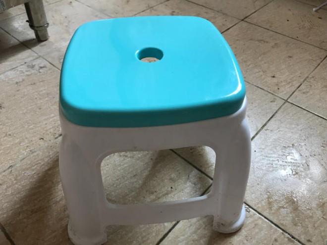 Lý do trên mặt ghế nhựa thường có 1 lỗ hình tròn, hóa ra có tận 4 chức năng mà nhiều người không hề biết - Ảnh 4.