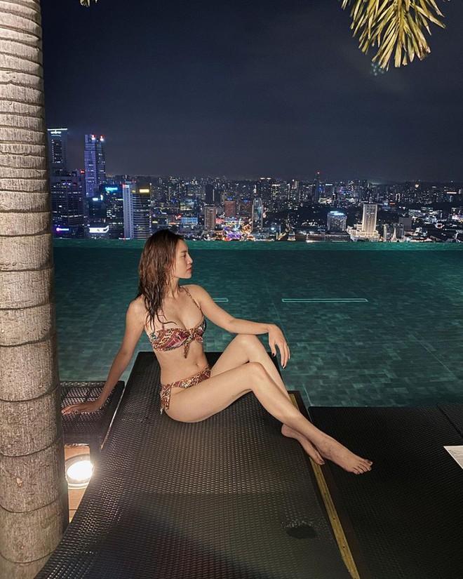 Ninh Dương Lan Ngọc mặc bikini nằm dài khoe body, nào ngờ vẫn phải ăn gian để trông sexy hơn - Ảnh 5.