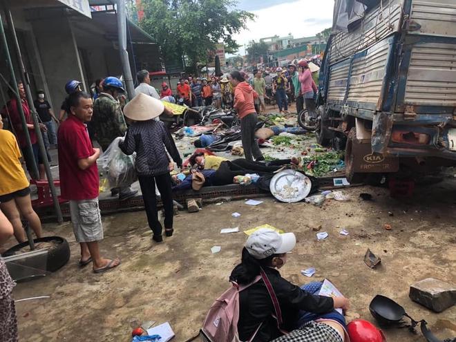 Bé gái 10 tuổi thoát chết trong vụ tai nạn thảm khốc ở Đắk Nông: Con nghe tiếng rầm và hàng loạt tiếng la hét khủng khiếp - Ảnh 2.