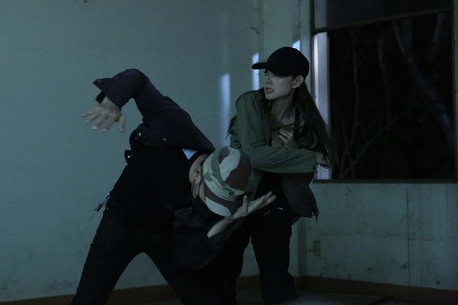 Minh Hằng bị chấn thương khi đóng cảnh hành động kịch tính  - Ảnh 3.