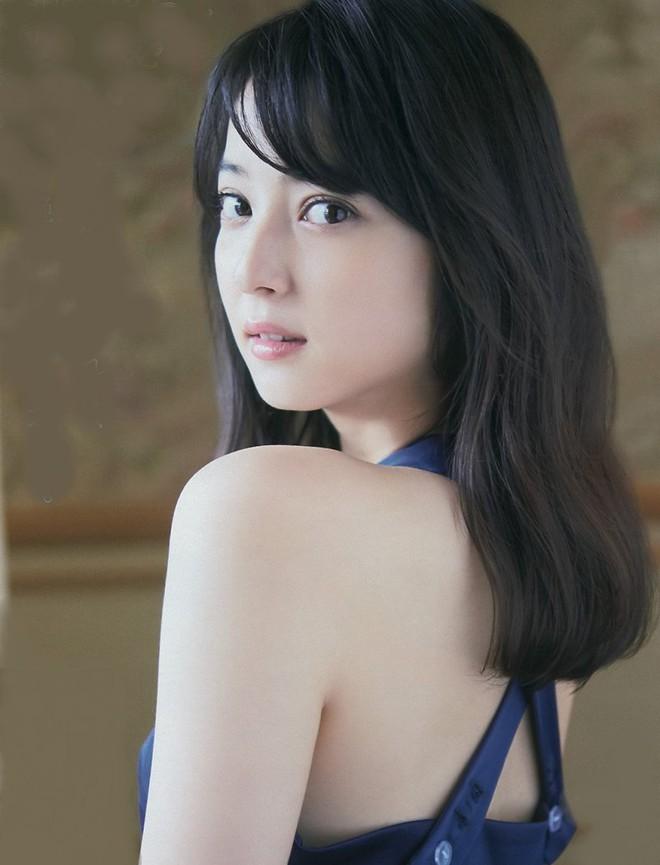 Cận cảnh nhan sắc mỹ nhân đẹp nhất Nhật Bản Nozomi Sasaki: Sở hữu thân hình gợi cảm cùng gương mặt ngây thơ nhưng vẫn bị chồng cắm 182 chiếc sừng - Ảnh 11.