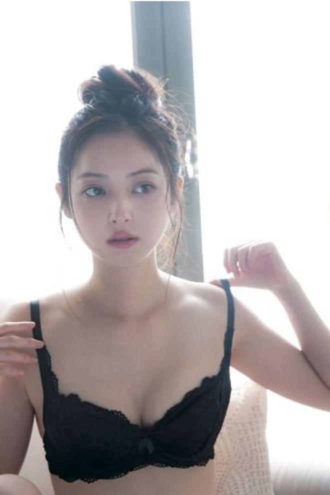 Cận cảnh nhan sắc mỹ nhân đẹp nhất Nhật Bản Nozomi Sasaki: Sở hữu thân hình gợi cảm cùng gương mặt ngây thơ nhưng vẫn bị chồng cắm 182 chiếc sừng - Ảnh 5.
