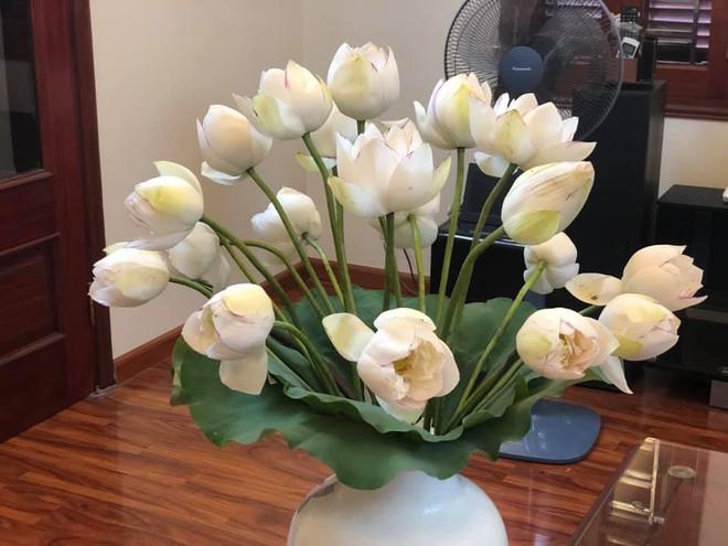 Sáng sớm cắm bình hoa đẹp nức nở, cuối ngày người mẹ giận tím mặt vì cảnh tượng con trai gây ra - Ảnh 4.