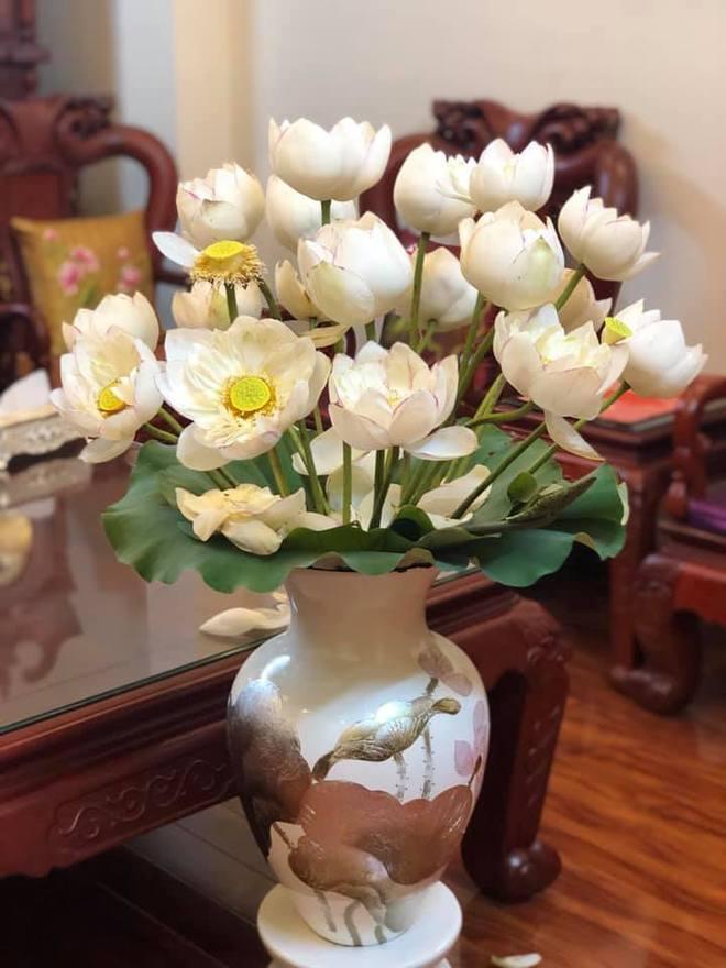 Sáng sớm cắm bình hoa đẹp nức nở, cuối ngày người mẹ giận tím mặt vì cảnh tượng con trai gây ra - Ảnh 1.