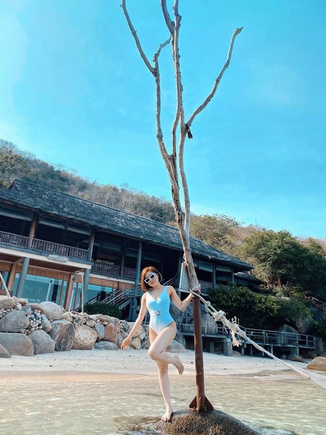 Hot girl Trâm Anh lần đầu đăng ảnh bikini nóng bỏng sau biến cố - Ảnh 2.