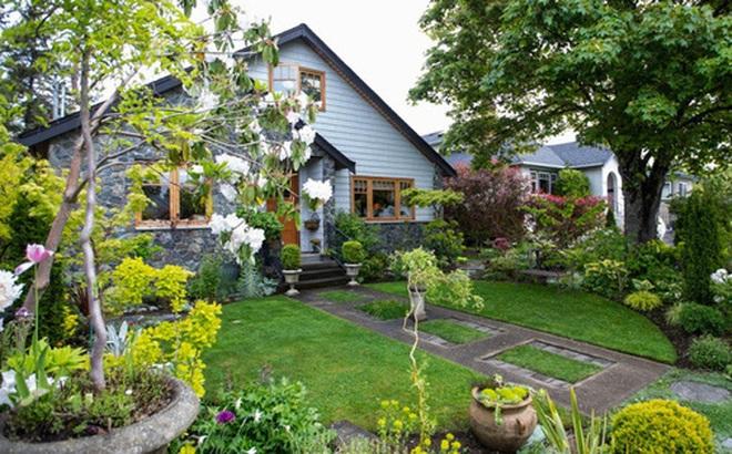 """Ngôi nhà yên bình bên khoảng sân vườn xanh tươi với điểm nhấn đặc biệt này có thể """"hạ gục"""" mọi ánh nhìn"""