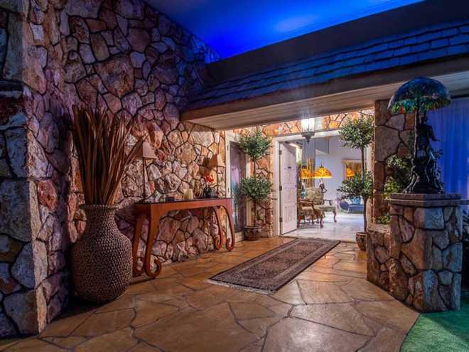 Không ai tin căn nhà nhỏ này có trị giá tới 18 triệu USD cho tới khi khám phá bí mật được ẩn giấu bên trong - Ảnh 4.
