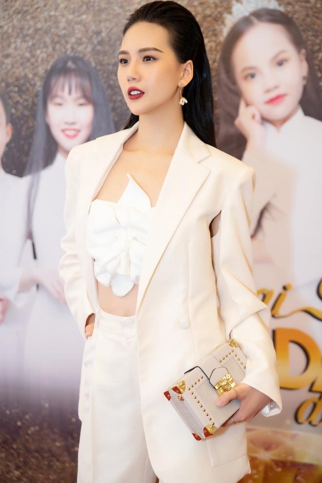Siêu mẫu Quỳnh Hoa khoe vòng eo 54 cm tại sự kiện - Ảnh 1.