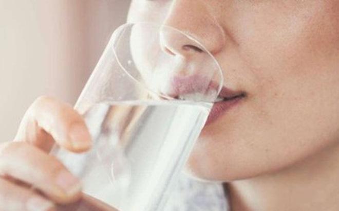 Uống nước trước khi đi ngủ - Nên hay không?