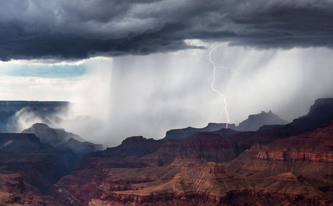 Nhựa đang đổ xuống từ trên bầu trời: Một phiên bản mới đáng sợ của mưa axit