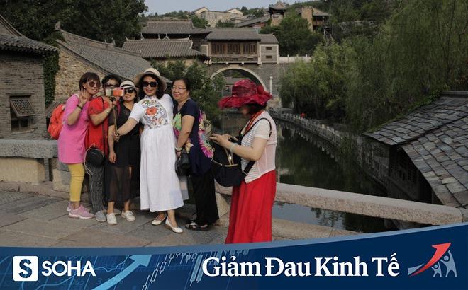 """Ngành du lịch của TQ giữa """"vòng xoáy chết chóc"""": Ổ dịch COVID-19 mới tại Bắc Kinh là giọt nước tràn ly"""