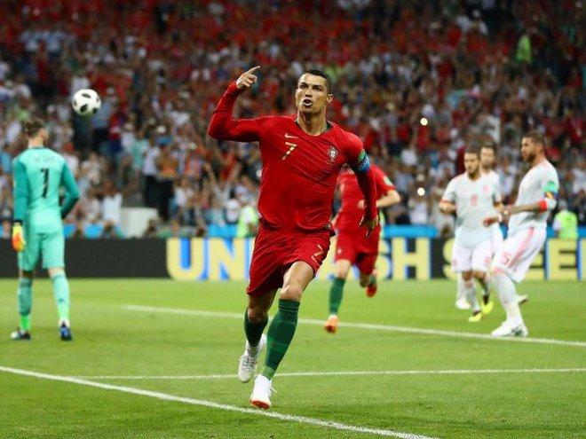 Ghi hat-trick làm rung chuyển thế giới, nhưng Ronaldo lại chết đứng trên chấm 11m thân thuộc - Ảnh 2.