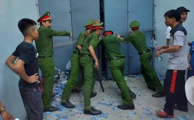 Báo Thái Lan choáng ngợp với cảnh tượng hiếm có ở bóng đá Việt Nam