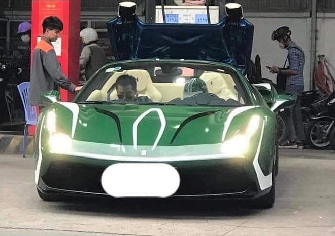 """Thân thế """"đỉnh"""" của nữ tài xế xinh đẹp, lái siêu xe Ferrari mui trần chạy Grab - Ảnh 2."""