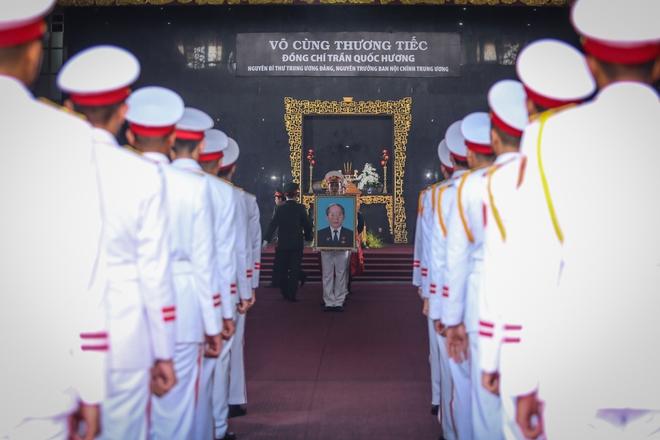 [Ảnh] Tiễn đưa người thầy tình báo huyền thoại Trần Quốc Hương về nơi an nghỉ cuối cùng - Ảnh 13.