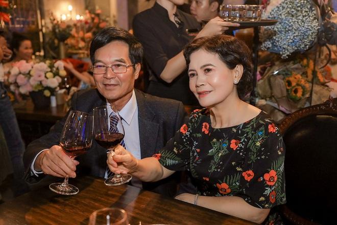 Ca sĩ Tuyết Mai tổ chức tiệc ăn mừng ngôi vị Quán quân  - Ảnh 3.