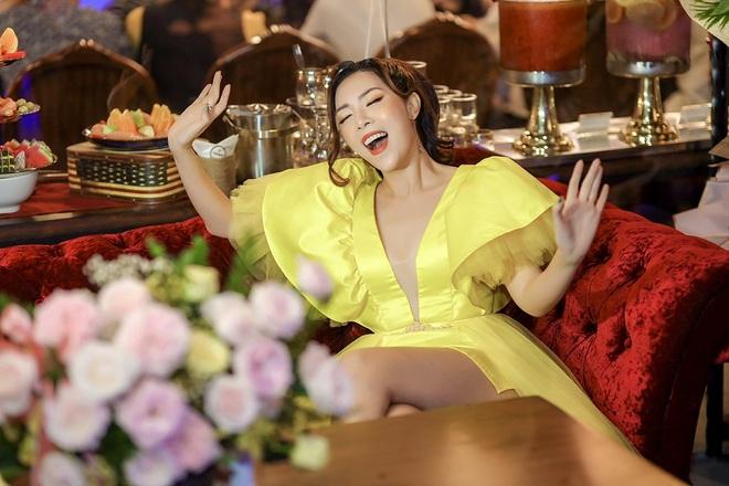 Ca sĩ Tuyết Mai tổ chức tiệc ăn mừng ngôi vị Quán quân  - Ảnh 4.