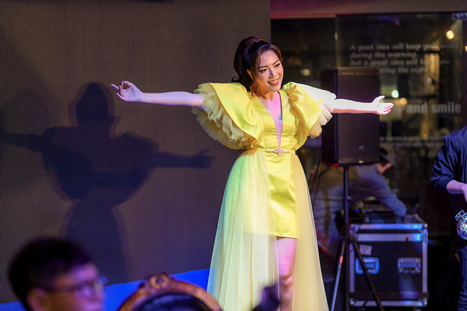 Ca sĩ Tuyết Mai tổ chức tiệc ăn mừng ngôi vị Quán quân  - Ảnh 5.