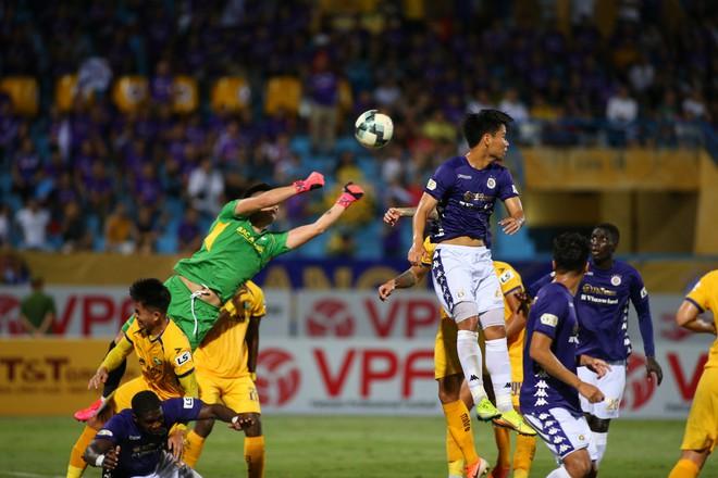 KẾT THÚC Hà Nội 0-1 SLNA: Quang Hải quẩy như Messi nhưng không gánh nổi Hà Nội - Ảnh 8.