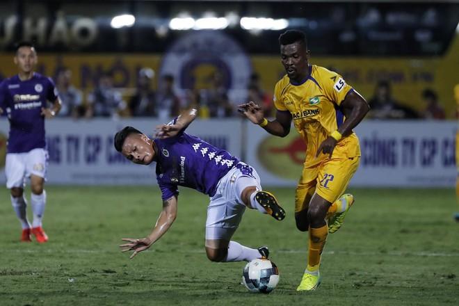 KẾT THÚC Hà Nội 0-1 SLNA: Quang Hải quẩy như Messi nhưng không gánh nổi Hà Nội - Ảnh 3.
