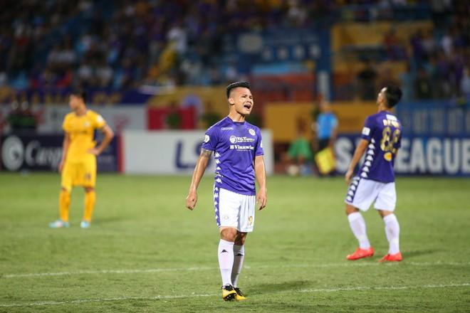 KẾT THÚC Hà Nội 0-1 SLNA: Quang Hải quẩy như Messi nhưng không gánh nổi Hà Nội - Ảnh 2.