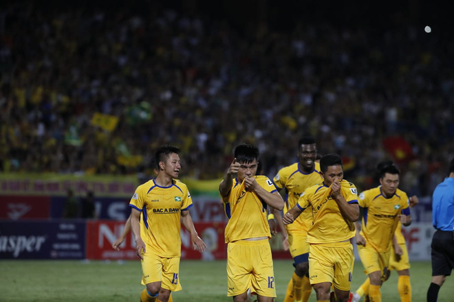KẾT THÚC Hà Nội 0-1 SLNA: Quang Hải quẩy như Messi nhưng không gánh nổi Hà Nội - Ảnh 6.