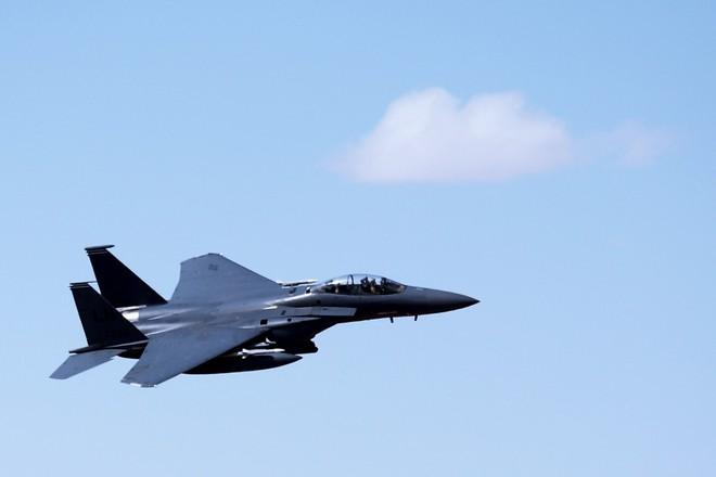 Mỹ tung chiêu hiểm, Quân cảnh Nga tháo chạy khỏi Đông Bắc Syria - F-15E liên quân mang bom, tên lửa thị uy sức mạnh ở Homs - Ảnh 3.