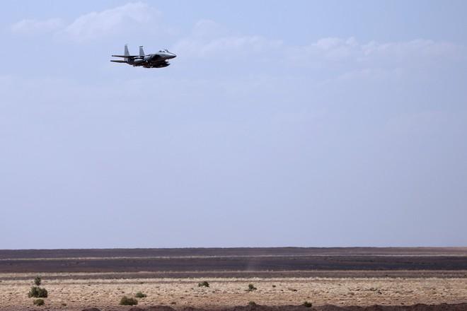 Mỹ tung chiêu hiểm, Quân cảnh Nga tháo chạy khỏi Đông Bắc Syria - F-15E liên quân mang bom, tên lửa thị uy sức mạnh ở Homs - Ảnh 4.