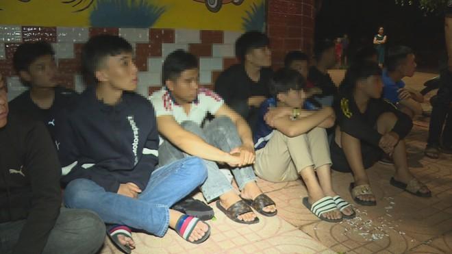 Hàng chục thanh, thiếu niên và học sinh mang hung khí hẹn nhau đi hỗn chiến để giải quyết mâu thuẫn - Ảnh 1.