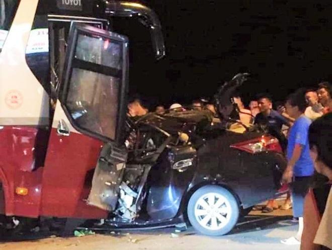 Ôtô 4 chỗ đấu đầu kinh hoàng với xe khách ở Sầm Sơn, tài xế tử vong thương tâm - Ảnh 3.