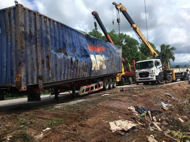 Danh tính tài xế xe container đè xe Limousine bẹp dúm khiến 3 người tử vong ở Quảng Ninh - Ảnh 1.