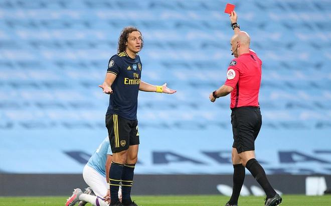 Premier League trở lại, David Luiz lập tức gây sốc với cú đúp