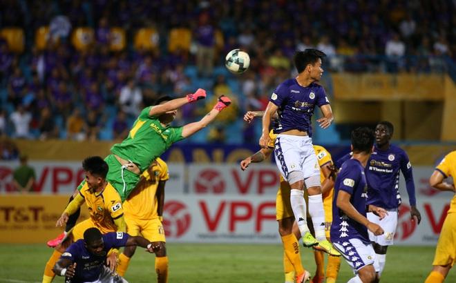 """KẾT THÚC Hà Nội 0-1 SLNA: Quang Hải """"quẩy"""" như Messi nhưng không gánh nổi Hà Nội"""