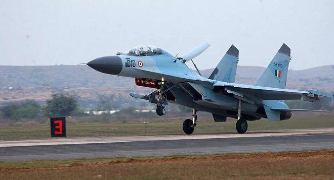 Ấn Độ khẩn cấp mua hàng loạt Su-30MKI và MiG-29 của Nga sẵn sàng đối đầu Trung Quốc - Ảnh 1.